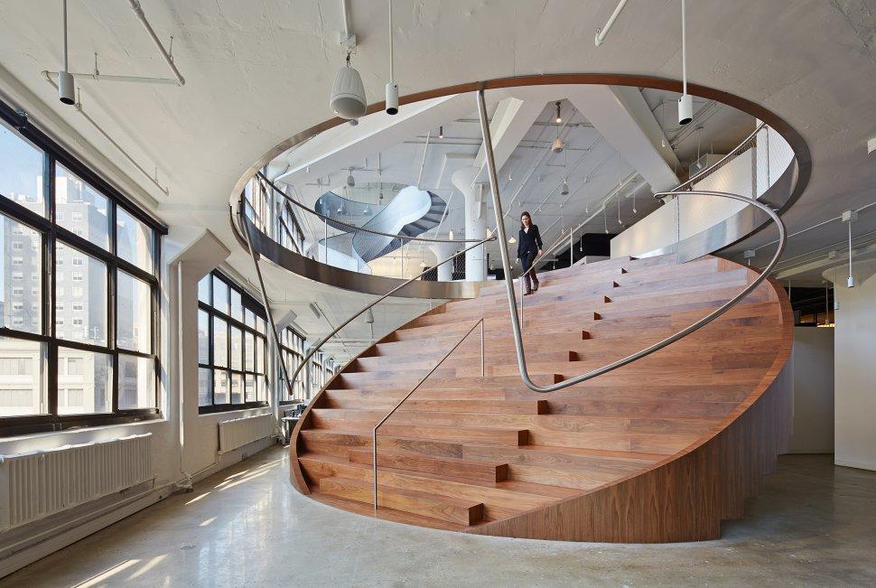 wieden+kennedy-staircase_28668