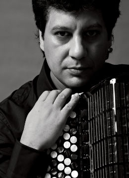 Lelo Nika, accordian player