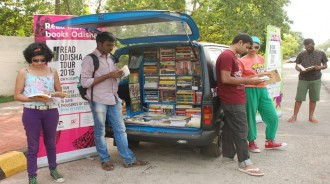 satabdi-mishra-and-akshaya-routray-books-on-wheels-1